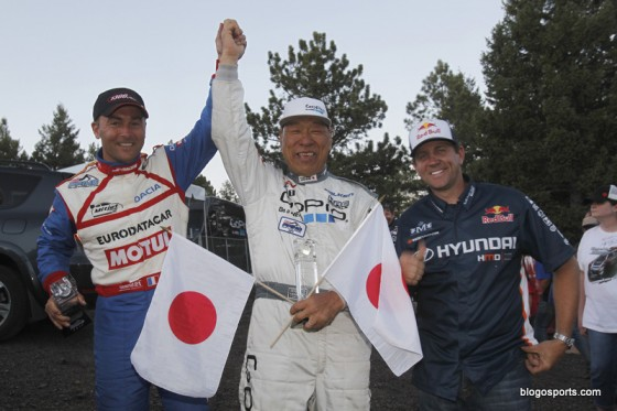 Photo du podium de Pikes Peak 2011 : Jean-Philippe Dayraut, Nobuhiro Tajima, Rhys Millen